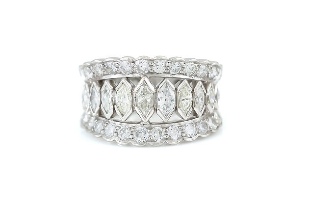 Graduated Diamonds Platinum Wedding Band