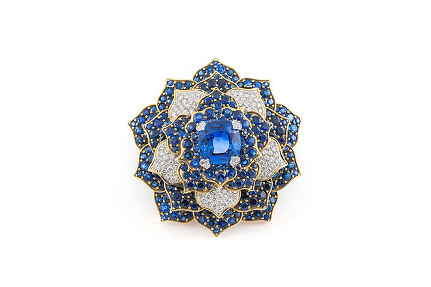 Verdura Sapphire Diamond Gold Flower Brooch front view