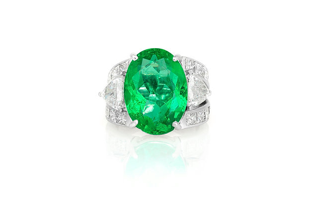 10.08 Oval Shaped Colombian Emerald Ring top view