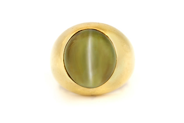 Oval Cabochon Cat's Eye Ring top