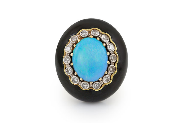 Oval Opal and Onyx Gold Ring top