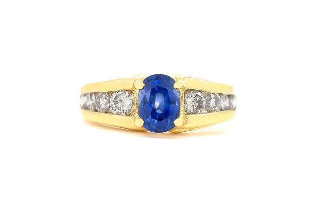 Sapphire Gold Ring with Diamonds top