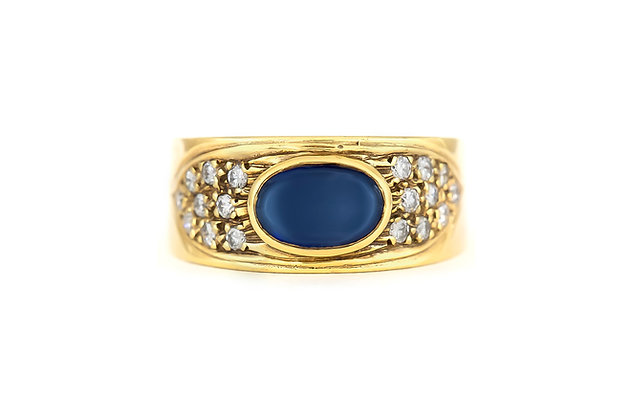 Oval Sapphire 18 K Gold Ring with Diamonds top