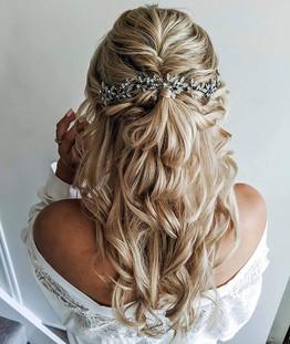 Gorgeous bride Lauren 🌼 .jpg