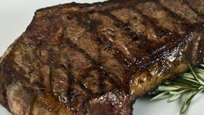Vitamina B12. La carne es el único alimento que brinda los requerimientos necesarios.
