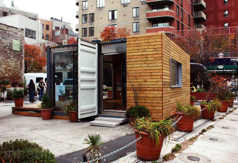 Canadenses constroem casa-contêiner em praça de NY