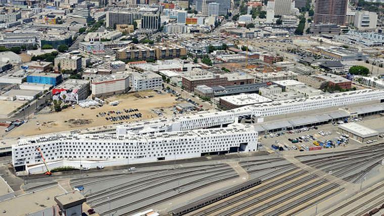 Retrofit aproxima moradores em prédio mais longo de Los Angeles