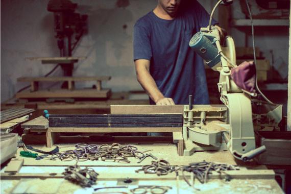 Restus: a primeira linha de óculos feita com serragem de madeira.