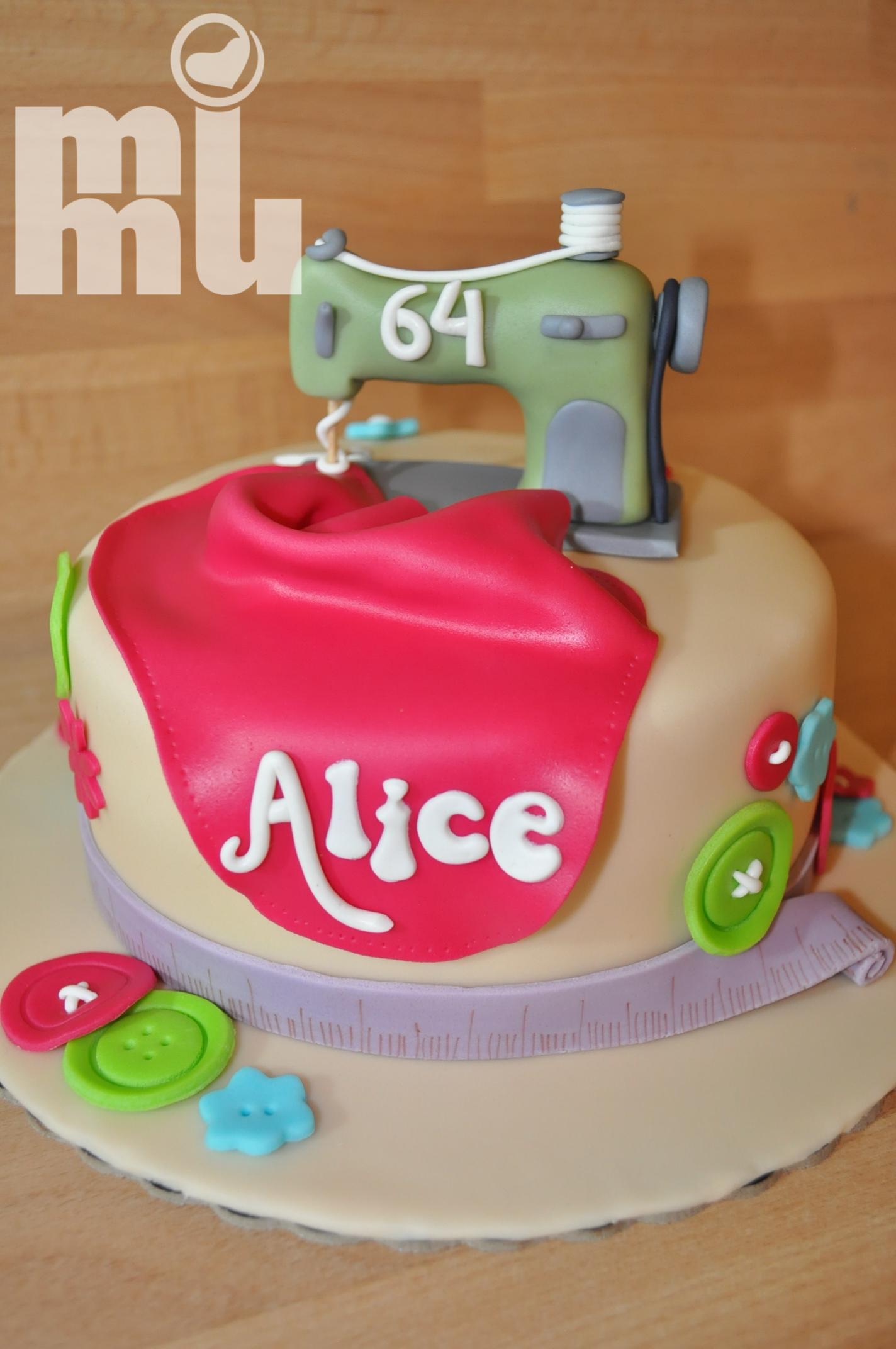 Bolo Alice Costureira