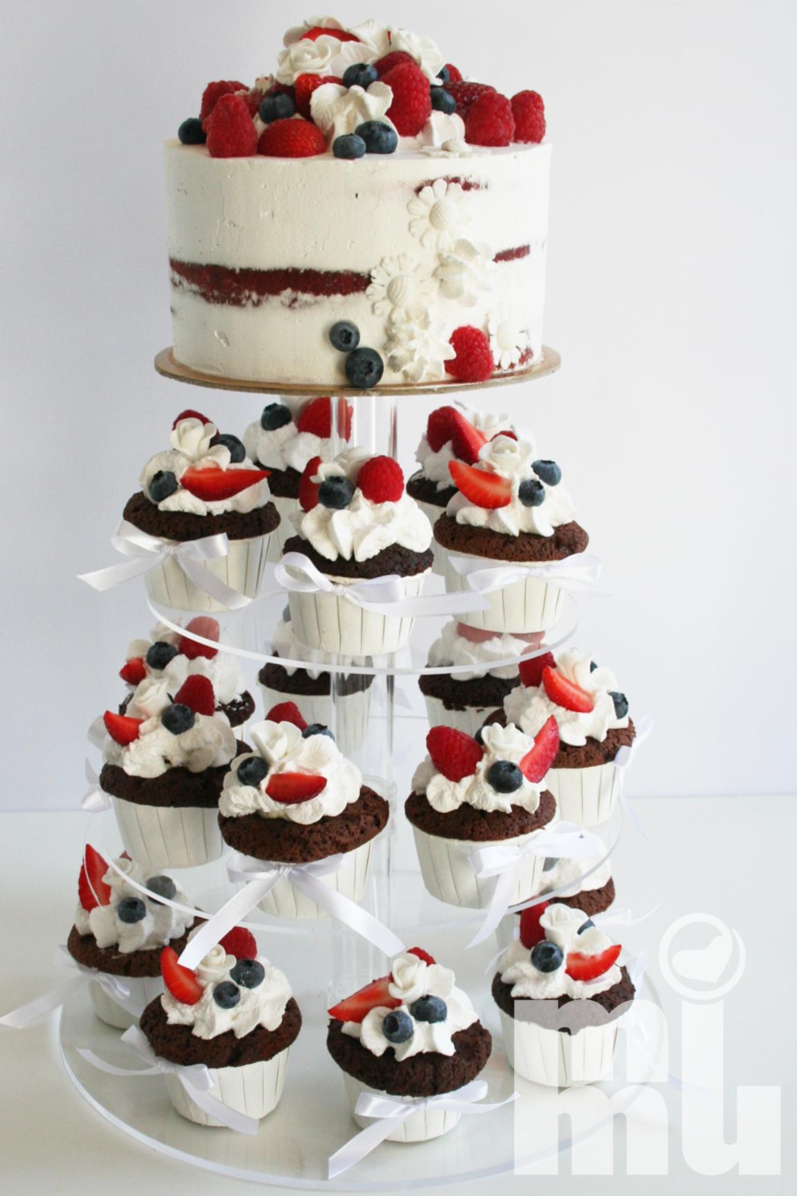 Bolo casamento com cupcakes