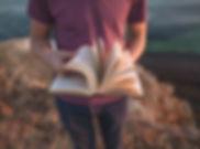 Muž s Book