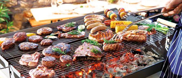 Linguiças, salsichas e hambúrgueres são as carnes preferidas pelas famílias norte-americanas.