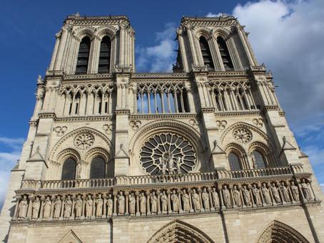 Настоятель Нотр-Дам предложил построить рядом со сгоревшим собором временный