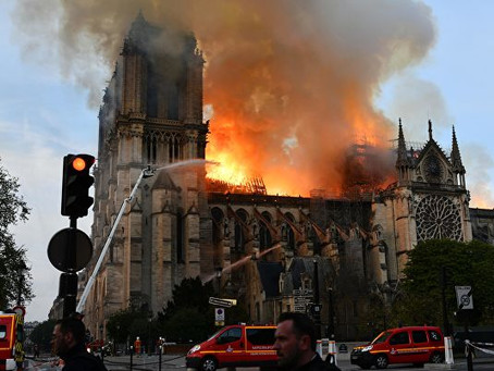 В Париже приступили к очистке от свинца территории вокруг Нотр-Дама
