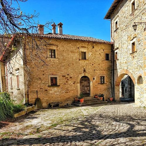 Un Tuffo nel Medioevo al Borgo La Scola