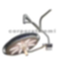 Esta lámpara para uso hospitalario cuenta con tecnología LED de alta luminiscencia con bajo consumo de energía y provee una alta y óptima iluminación con luz fría para evitar el desecado de tejidos en la zona de operación y luz libre de sombras a la    interposición de cuerpos. Equipada con brida en acero al carbón para fijación al techo, brazo giratorio 360° con ajuste vertical y capacidad de abatimiento mediante mecanismos  balanceado y un brazo porta lámpara con giro de 360°, lo que le permite un excelente  desplazamiento en tres dimensiones.  El diseño de la lámpara   cuenta con cuerpo de aluminio y cabezal cerrado con superficies exteriores lisas sin tornillos ni bordes para una fácil limpieza y desinfección. Durante su uso esta lámpara proporciona profundidad constante de iluminación en el campo operatorio.  El panel digital con teclas de membrana en el satélite cuenta con control para las funciones de encendido, apagado, indicador luminoso de uso y regulación de la intensidad