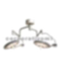 Esta lámpara para uso hospitalario puede ser utilizada en  unidades de segundo y tercer nivel de operación con iluminación libre de sombras a la interposición de cuerpos, luz fría para evitar  el desecado de tejidos en la zona de operación y bajo consumo de energía  mediante el uso de  LED de alta luminiscencia, los cuales proporcionan una alta y optima iluminación de partes       pequeñas poco contrastadas a diferentes profundidades.  Este equipo está equipado con dos brazos giratorios 360° con ajuste vertical y capacidad de abatimiento mediante mecanismos  balanceado, así como una columna central con brida en acero al carbón para fijación al techo y un brazo porta lámpara giratorio 360°, lo que le permite un excelente  desplazamiento en tres dimensiones. El diseño de la lámpara  cuenta con cuerpo de    aluminio y cabezal cerrado con superficies exteriores lisas sin tornillos ni bordes para una fácil limpieza y desinfección.  El panel digital con teclas de membrana en el satélite c