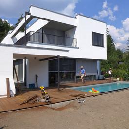 Montage der Terrasse in Thermo-Esche