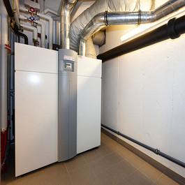 Wärmepumpen-Kombigerät für Heizung, Lüftung, Kühlung und Warmwasseraufbereitung
