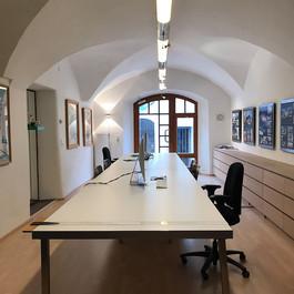 6,0 m  langer Arbeits- und Besprechungstisch