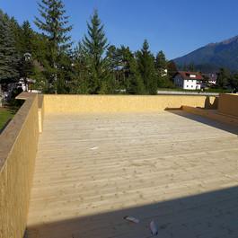 Dach aus massiven Holzelementen