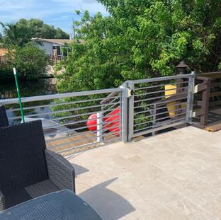 Aluminum horizontal round tubing picket fencing panels