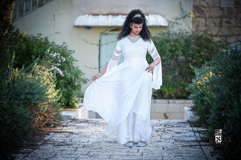 Modest wedding dress with V-sleeve