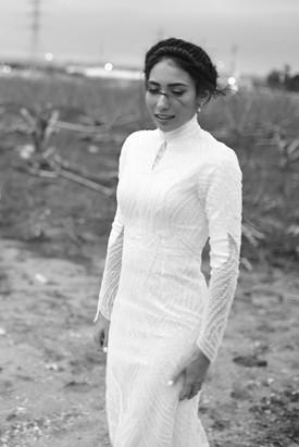 שמלת כלה צנועה מחורזת מלא בטנה מחטבת