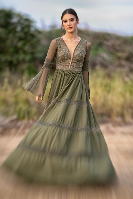 שמלת ערב סגול בהיר מחורזת כתפיים חשופות