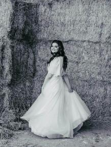 שמלת כלה מנצנצת שרוולים עטלף וחצאית קלוש