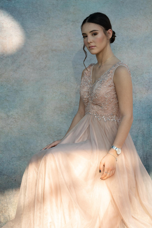 Mobile evening dress with tulle and beaded top