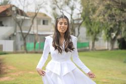 שמלת כלה אצילית עם חגורה ומלמלת מותן דגם
