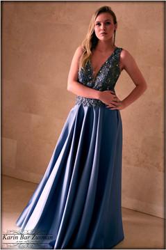 שמלת ערב נסיכותית כחולה מחורזת