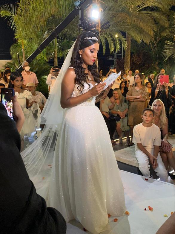 שמלת כלה נפוחה עם נצנצים דגם אוראל 2.jpeg