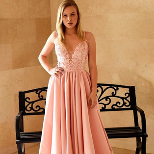 Pink evening dress with three-dimensional flowers