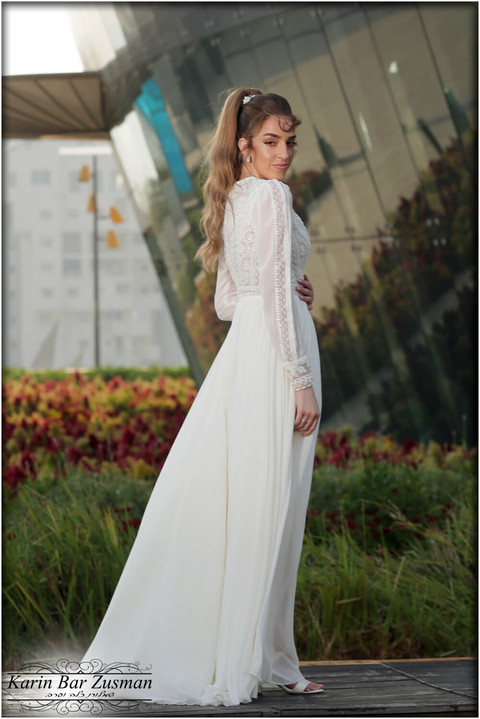 Chiffon wedding dress with a special and beaded top V