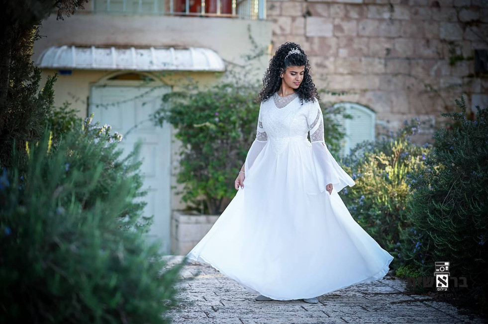 Modest wedding dress with a special V-sleeve