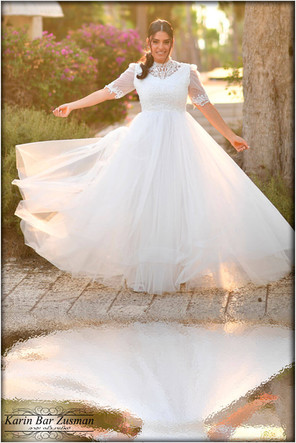 Modest wedding dress with delicate collar and sleeves t