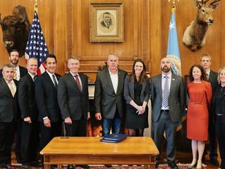 Zinke Signs Secretarial Orders to Increase Recreational Opportunities on Public Lands and Waters. Es