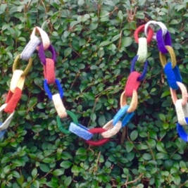 Knitted paperchain, long lasting and a lovely decoration at all times of the year. Also available as a kit, see below. Approximately 250cm long. Pure wool.