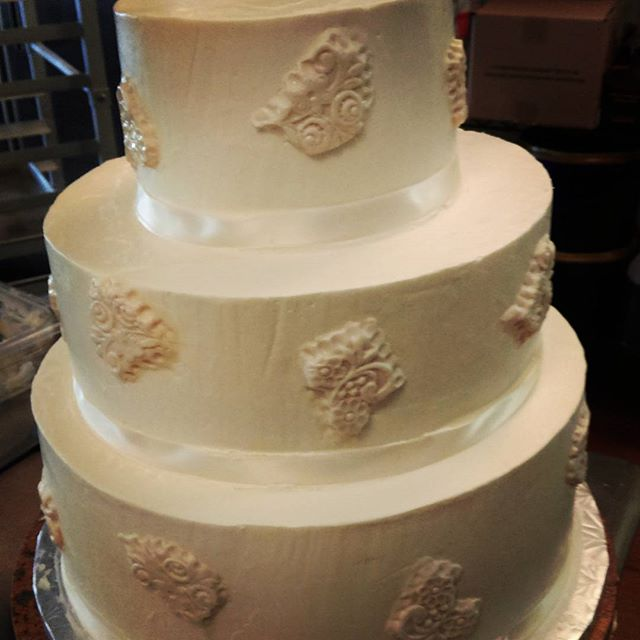 Lace Pattern Wedding Cake Fort Wayne