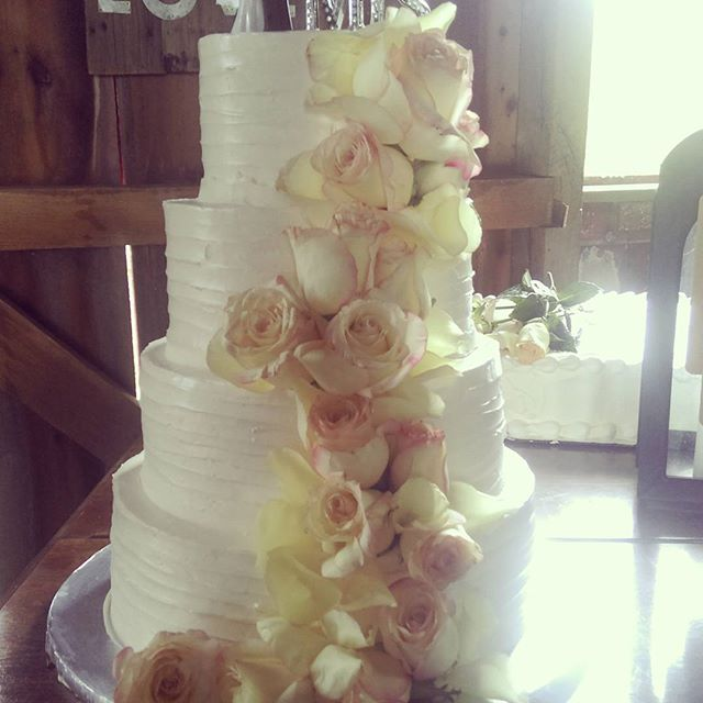 Barn Wedding Cake Fort Wayne