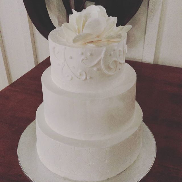Elegant Wedding Cake Fort Wayne