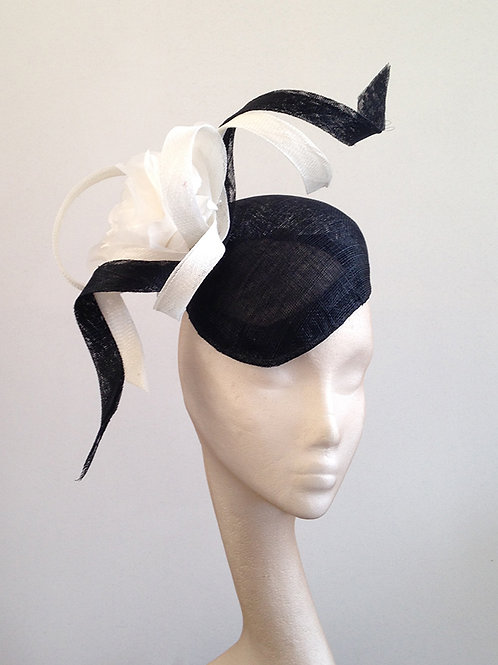Black & White Flower Twist Beret