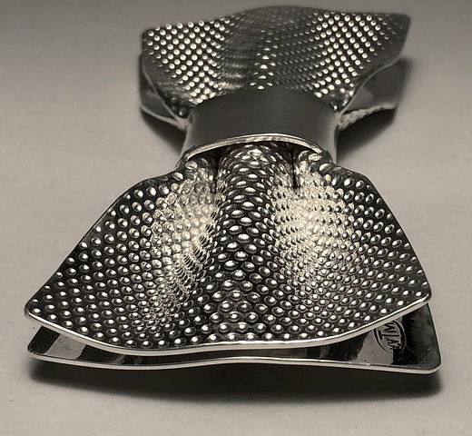 Metal bow tie