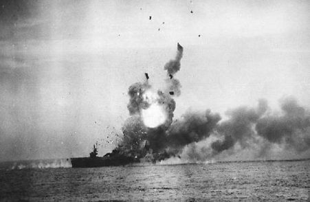 800px-St._Lo_First_Kamikaze_attack_sl1a.
