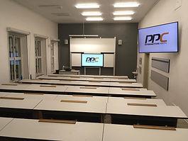Pro  FZS, ZČU v Plzni jsme vybavovali novou posluchárnu velkou a víceúčelovou moderní sestavou tabule s nezávislým interaktivním systémem pro podporu výuky.