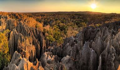tsingy-madagascar-panorama-55218979.jpg