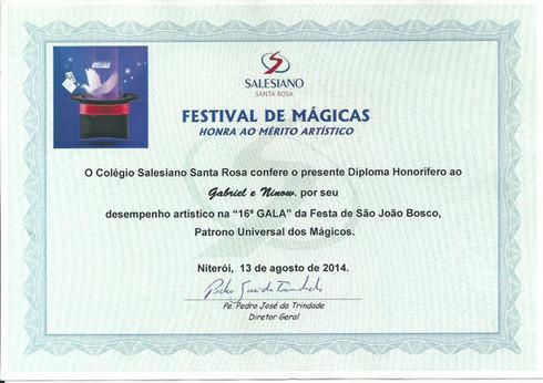"""Participação da dupla com o número """"O Cubo na Roda"""" no festival de mágicas"""
