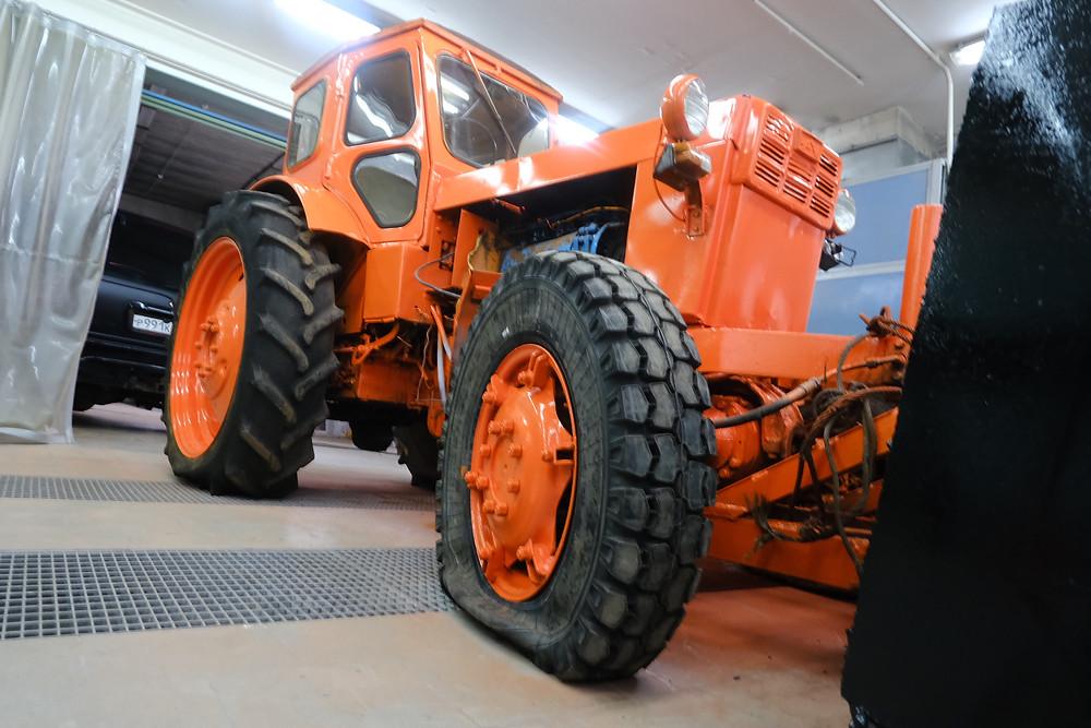 покраска трактора